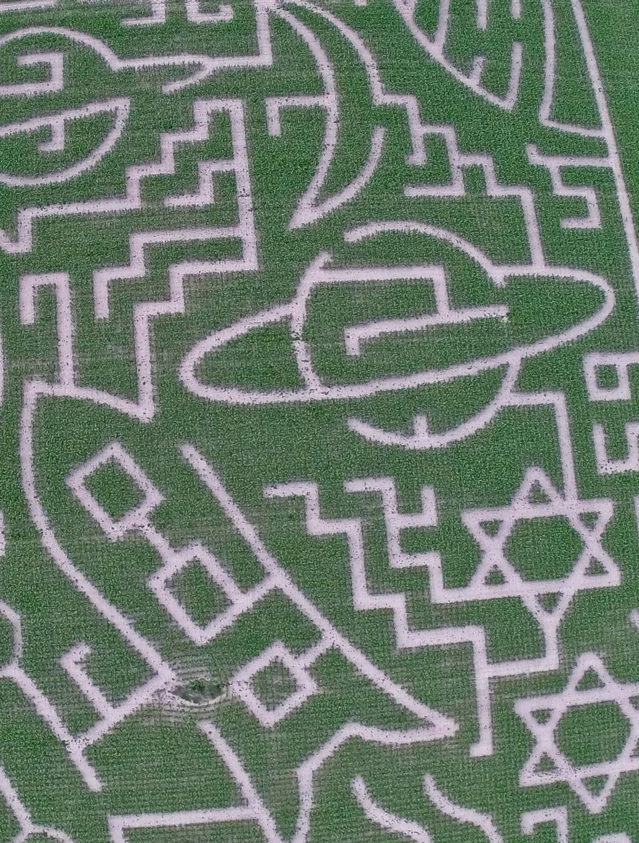 Maize maze reopens in Antsy with space theme