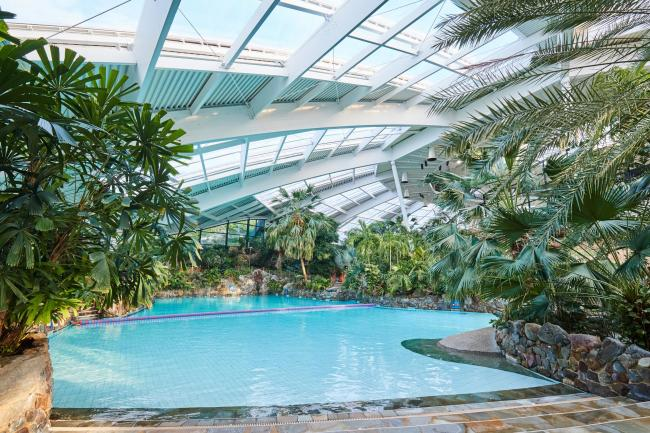 The Subtropical Swimming Paradise indoor pool at Center Parcs Longleat Forest