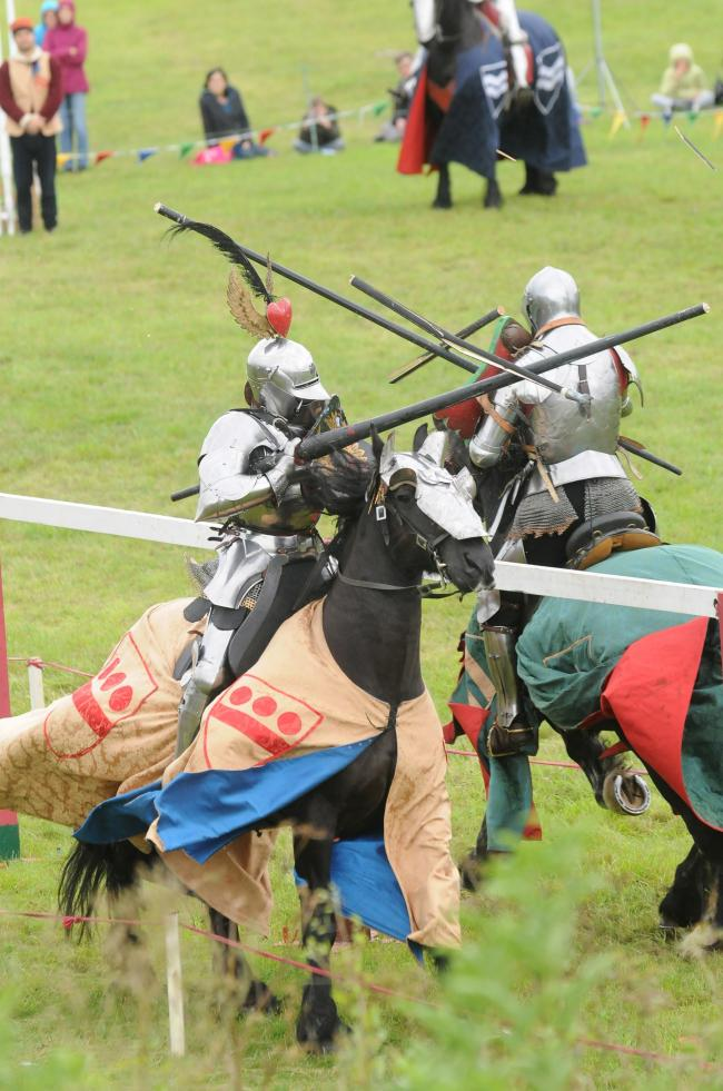 Medieval music..The Grand Medieval Joust at Old Sarum                             DC6701P42   Picture by Tom Gregory