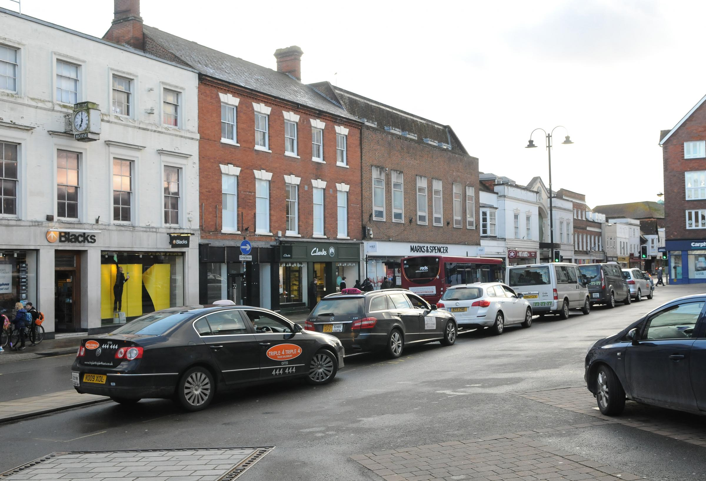 Wiltshire Council licensing committee to discuss taxi fee changes