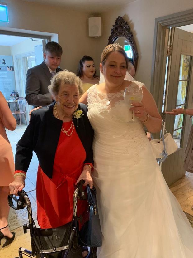 Salisbury Journal: June Potter with her niece Sarah Ayers