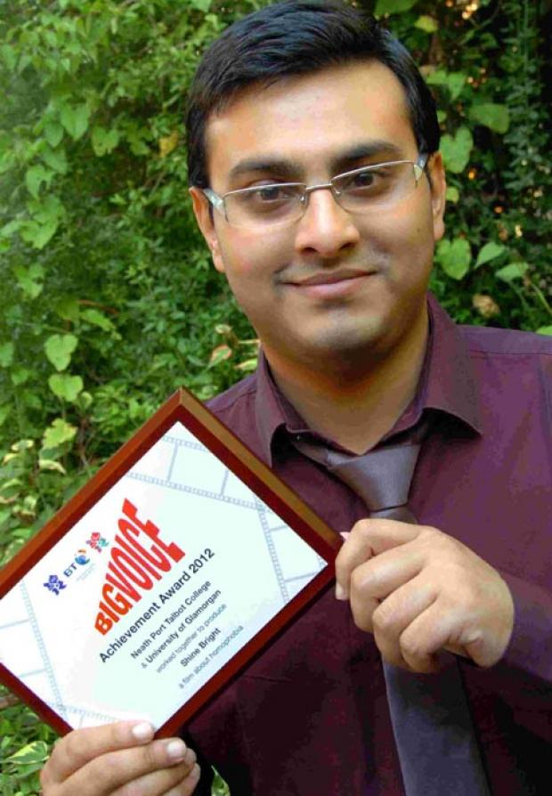 Shanoor Ullah with his award. DC2069P1
