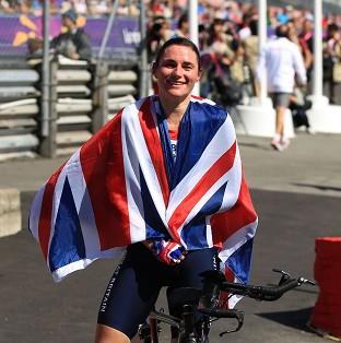 Sarah Storey eased to gold in the C4-5 road race