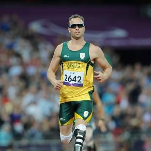 Oscar Pistorius wins his 400m T44 heat