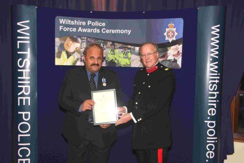 DS Nigel Porter receives his certificate