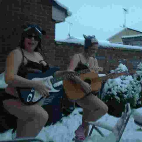 Naked in the snow craze raises £600 for charity