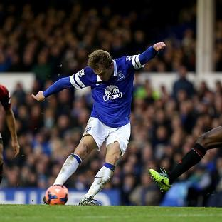 Nikica Jelavic scores his second goal