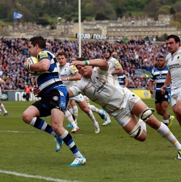 Salisbury Journal: Bath's Horacio Gulla beats the tackle of Worcester's Mike Williams to score their second try