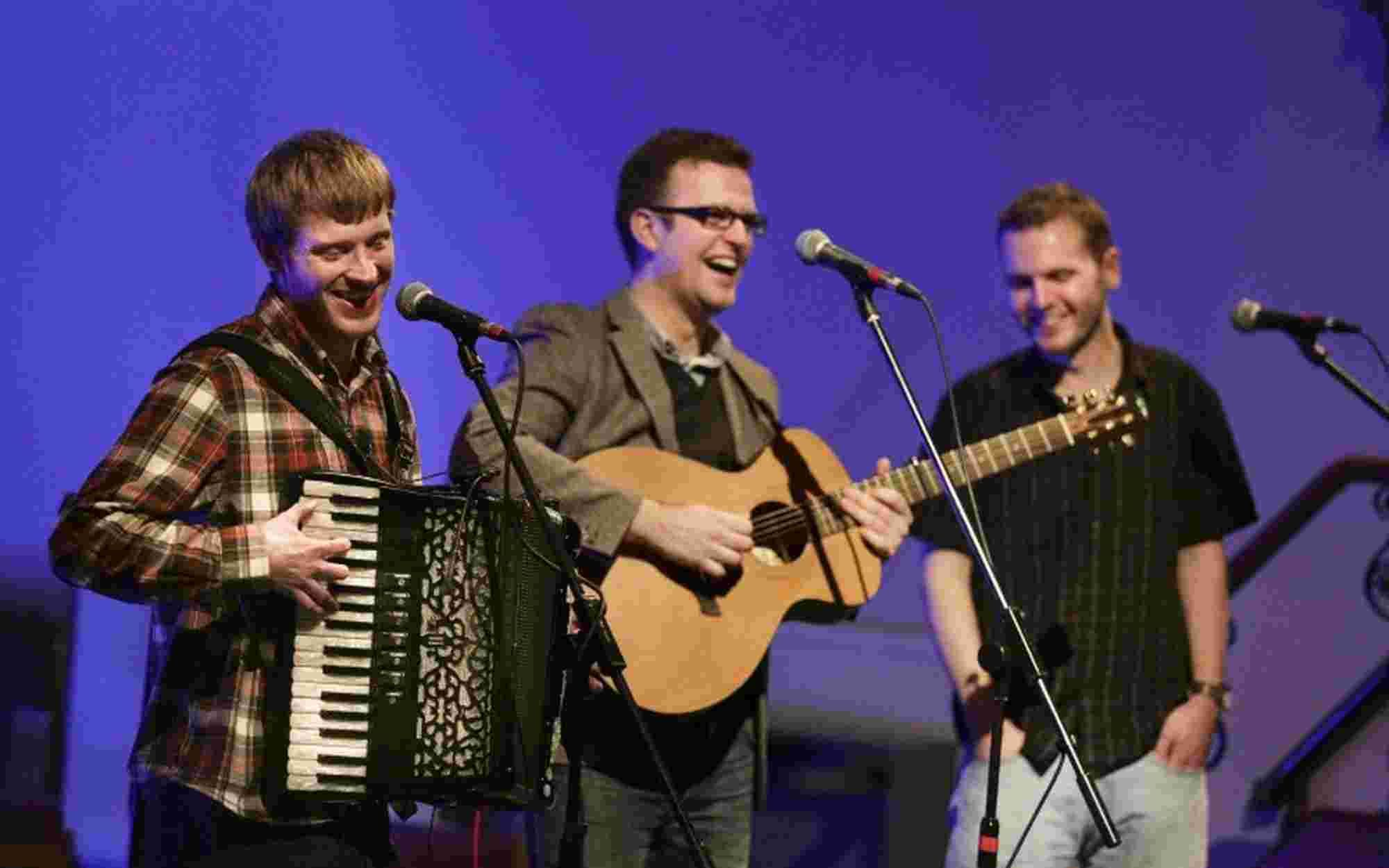 Popular folk band to play Alderholt this Sunday