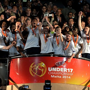 England celebrate with the trophy after winning the Under-17 European Championship (Getty Images for the FA)