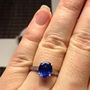 Bride's ring stolen on wedding day