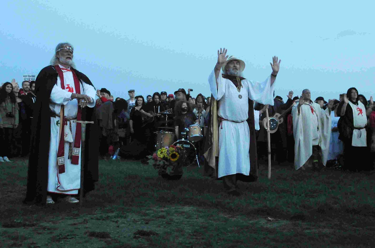 Thousands flock to Stonehenge for Solstice