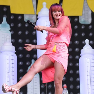 Lily Allen is going on tour with Miley Cy