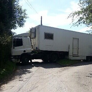 Sat nav leaves lorry stuck in lane