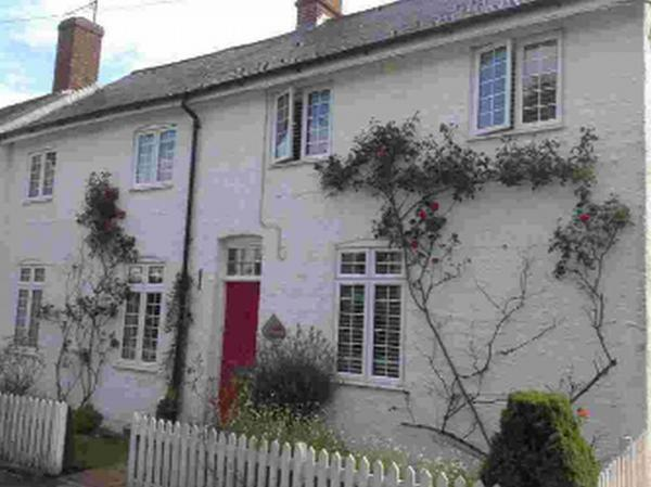 Four-bed cottage to let in village