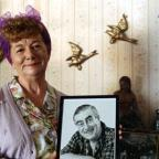 Salisbury Journal: Hilda Ogden's famous curlers, headscarf and pinny to go under hammer