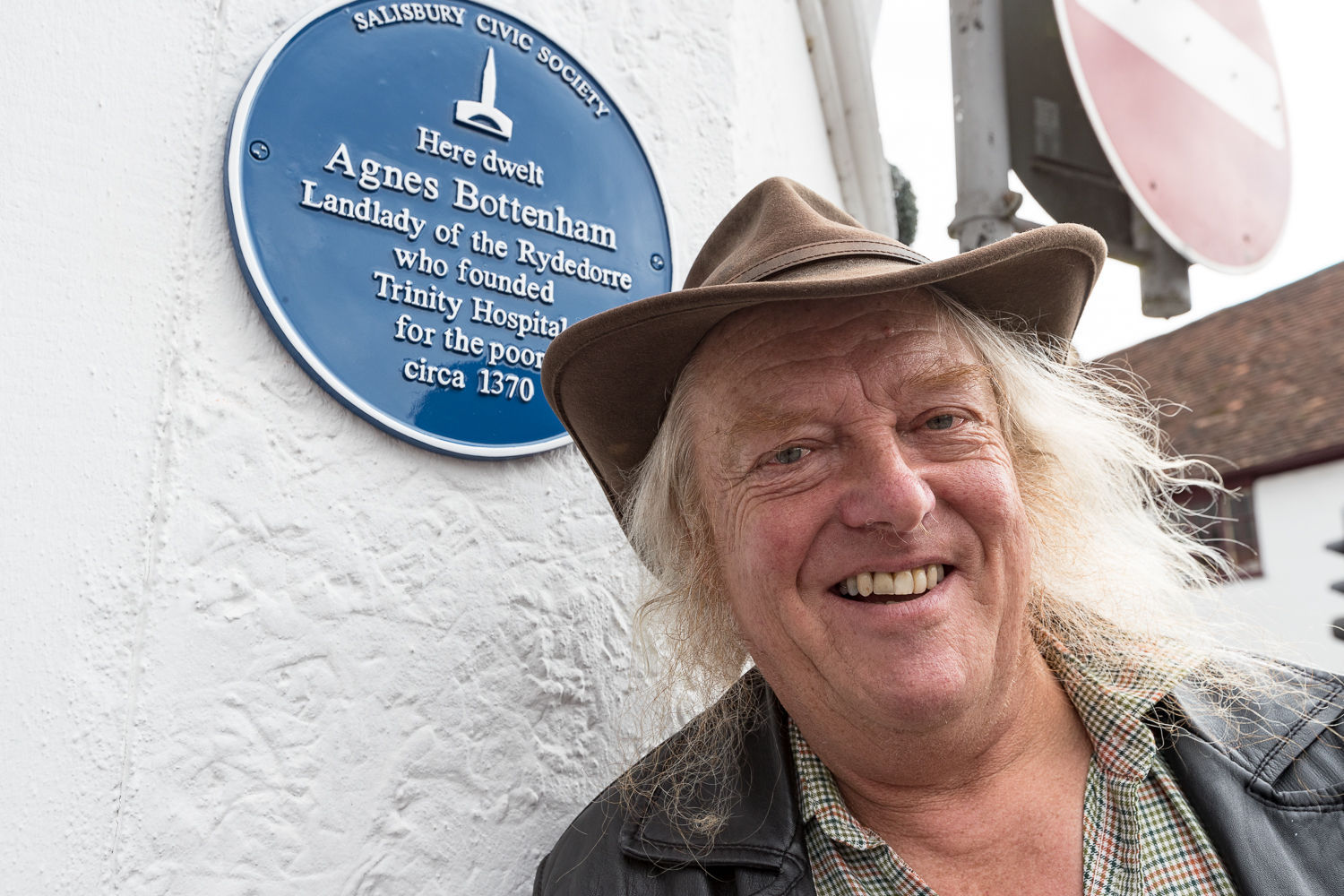 Dr Phil Harding unveiling a Salisbury Civic Society Blue Plaque dedicated to Agnes Bottenham outside the Rai D'Or in Brown Street. Picture by Adrian Harris
