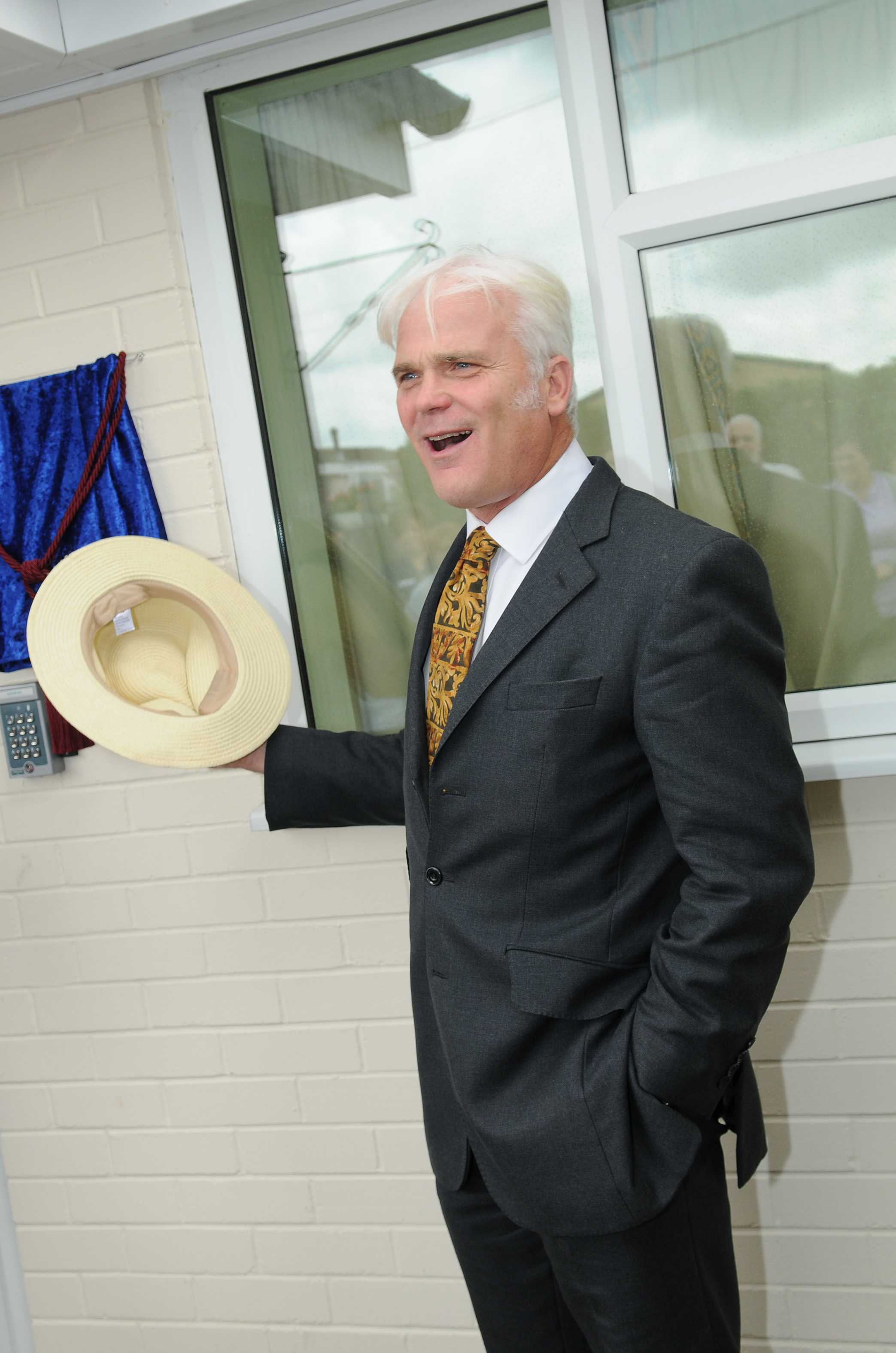 MP Desmond Swayne unveils a Gold Standard plaque at St Elmo Residential Home in Ringwood. DC7735P2..Picture by Tom Gregory.
