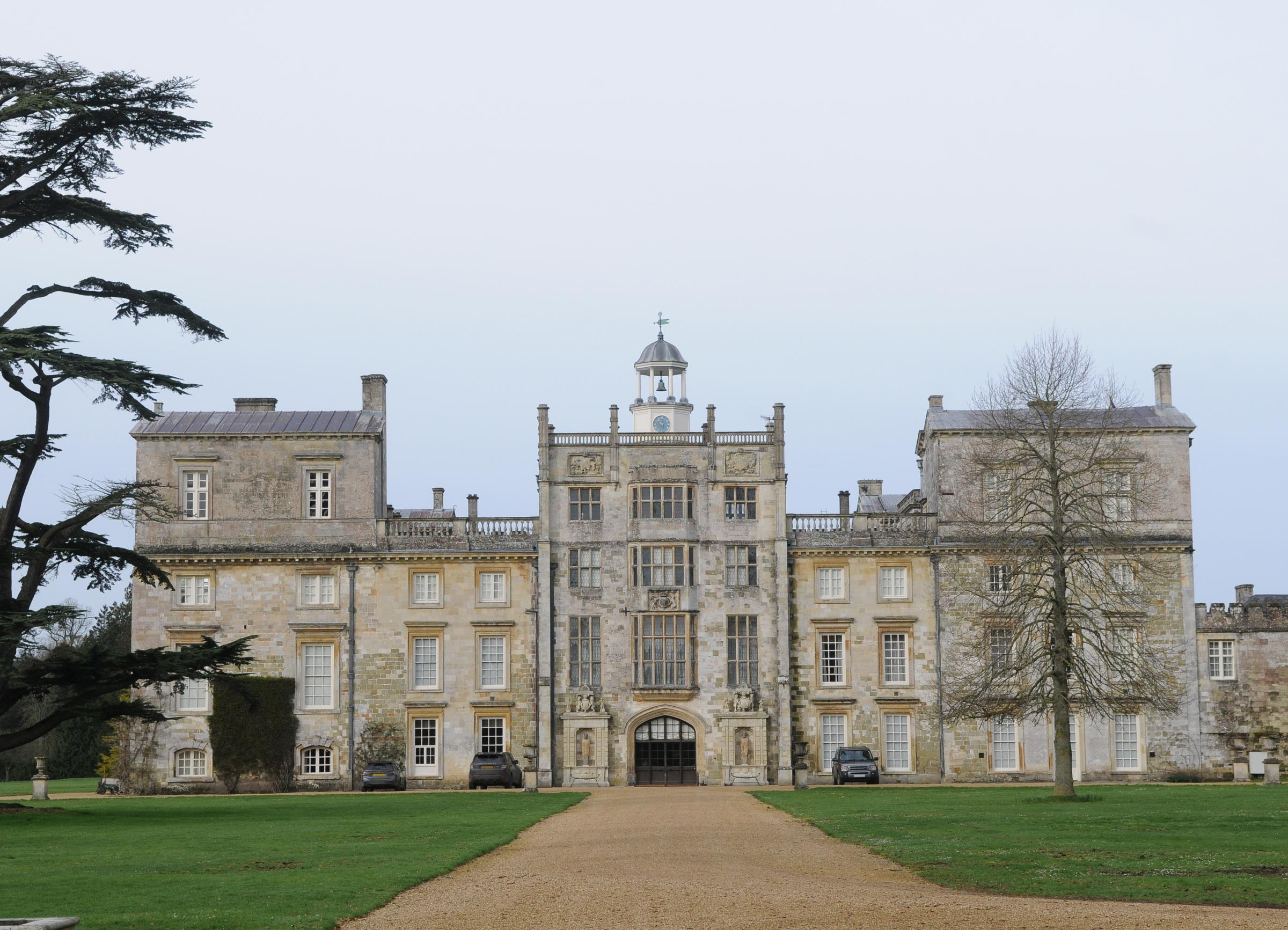 Wilton House Antiques Fair DC9025P2 Picture by Tom Gregory