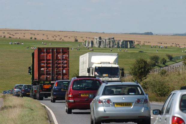 Heavy traffic on the A303 at Stonehenge. DA8666P2....Picture Roger Elliott....02/09/2005.